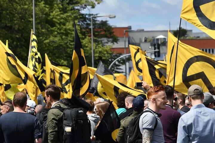 """Mehrere hundert Menschen kamen am Sonnabend auf die Demo der """"Identitären Bewegung"""""""