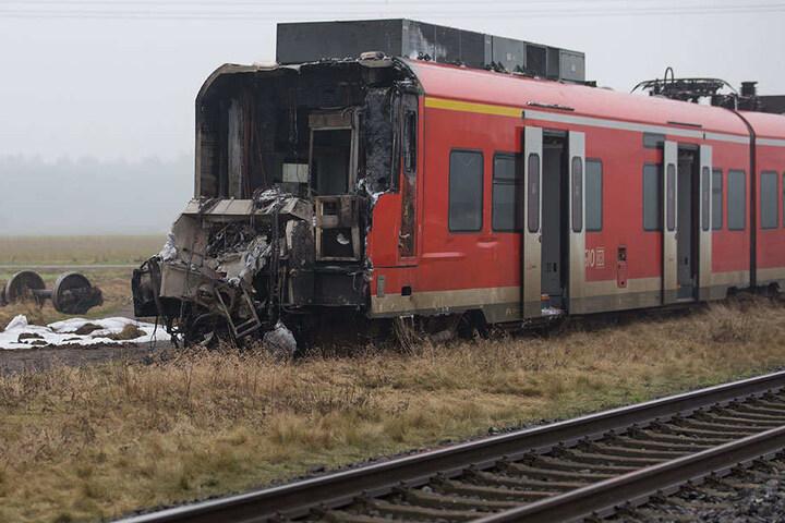 Das komplette Zugführerhaus brannte aus.