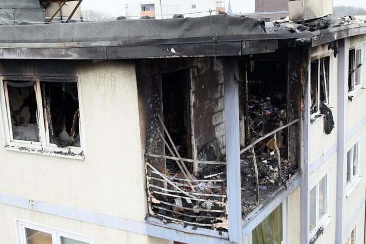 Die Flammen haben die Seniorenresidenz vollständig zerstört.