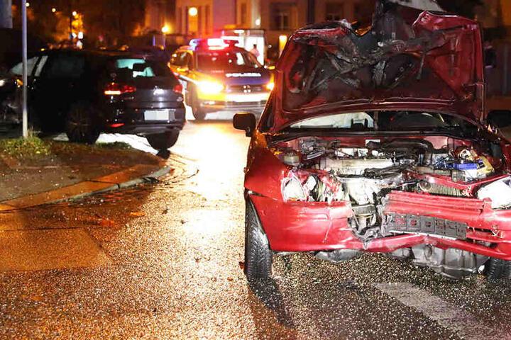 An den beiden Autos entstand ein erheblicher Schaden.