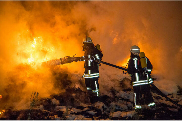 Mit viel Schaum wurde der Brand gelöscht.
