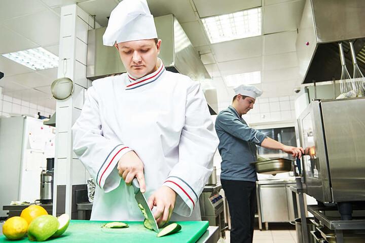Am unteren Ende der Gehaltsskala steht die Gastronomie. Am wenigsten wird in der Land- und Forstwirtschaft gezahlt.