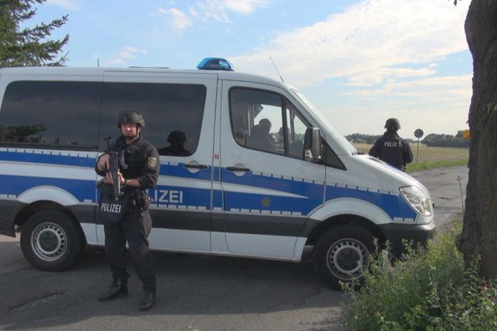 Polizisten sperrten mehrere Straßen ab.