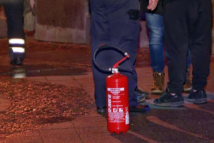 Die Bewohner hatten den gefährlichen Ölbrand mit einem Feuerlöscher gelöscht.
