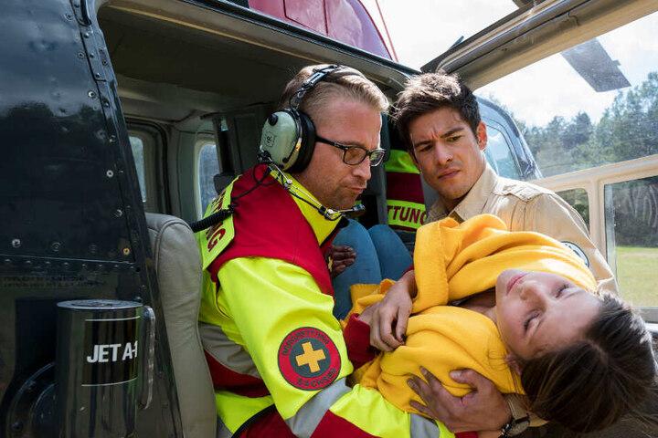Gerade noch rechtzeitig hat Jonas die verletzte Ausreißerin Maxi (Anais Cherif) gefunden.