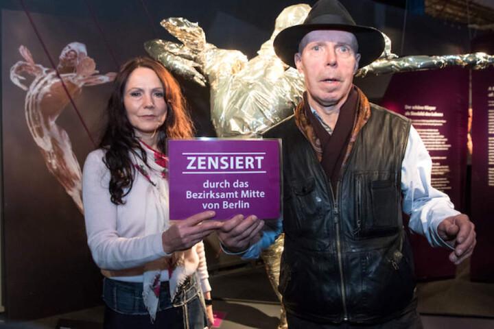 Kuratorin Dr. Angelina Whalley mit ihrem Mann, dem Plastinator Gunther von Hagens.