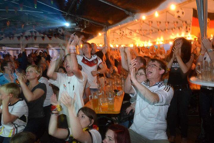 In Dresden laden wieder etliche Lokale zum gemeinsamen Fußball gucken ein.