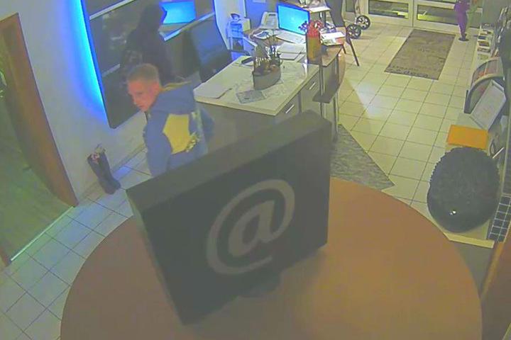 Eine Überwachungskamera filmte die Täter.