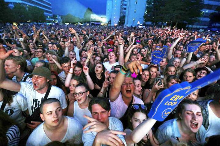 Auch nach einer Abkühlung nach 22 Uhr war die Stimmung aufgeheizt. Insgesamt waren rund 17.000 Besucher da.