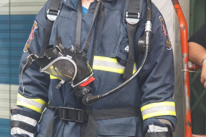 Das Haus war völlig verraucht, die Feuerwehr musste mit Atemschutz vordringen. (Symbolbild)
