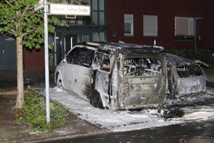 Auch im Spandauer Orsteil Haselhorst brannten zwei Autos aus.