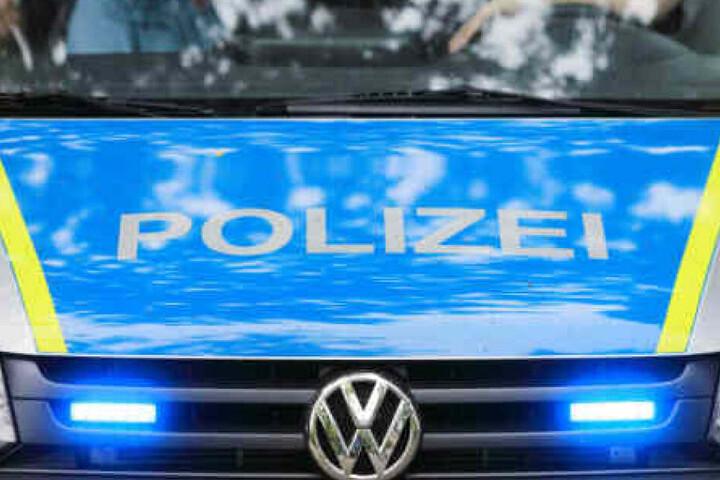 Die Polizei fahndet derzeit nach dem 24-Jährigen. (Symbolbild)