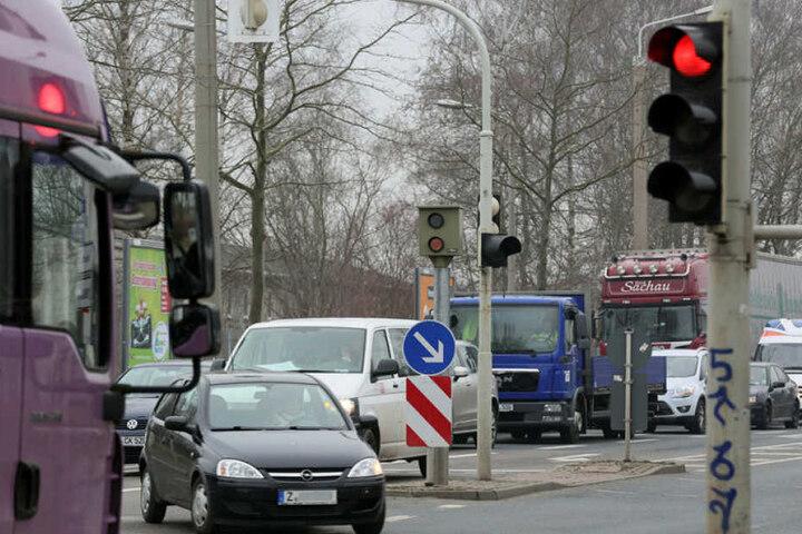 In Blitzerfallen wie an der Reichenbacher Strasse in Zwickau tappen immer weniger Autofahrer.