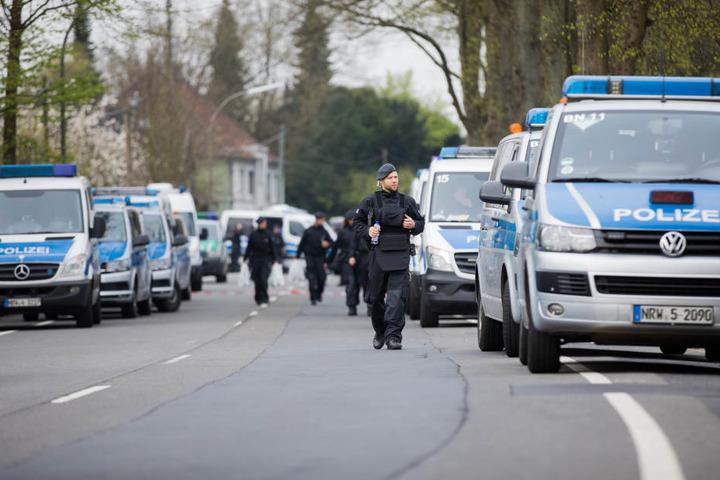 Zahlreiche Einsatzkräfte sicherten am Mittwochmorgen den Tatort.