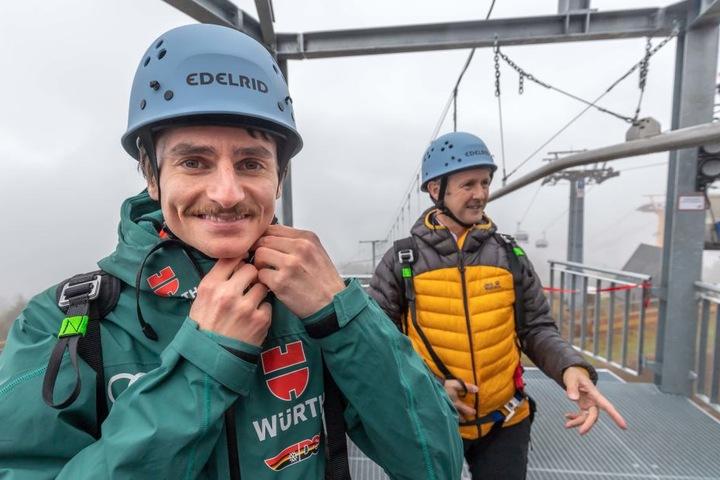 Bei der Einweihung der neuen Fly-Line in Oberwiesenthal im Oktober zeigte sich Richard Freitag (mit Jens Weißflog) wieder mit Schnurrbart.