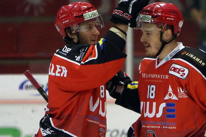 Bernhard Keil (r., mit Dominic Walsh) lieferte beim Sieg gegen Freiburg eine starke Partie ab.