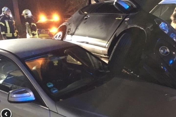 Die Feuerwehr in Gelsenkirchen musste ein Auto abstützen.