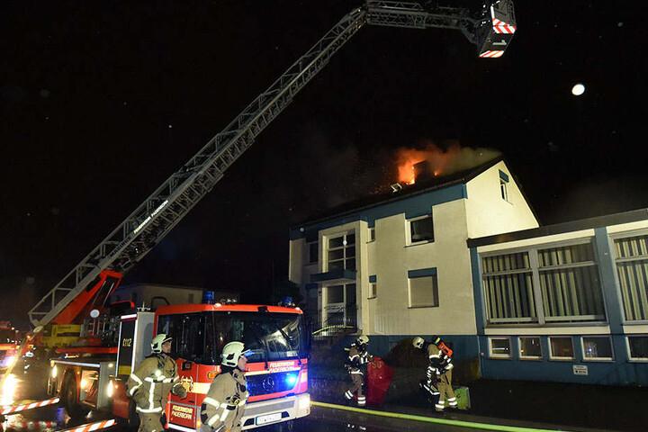 Die Feuerwehr war mit 36 Einsatzkräften vor Ort.