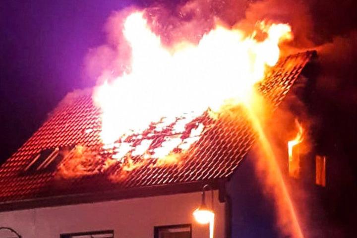 Das Haus stand plötzlich in Flammen.