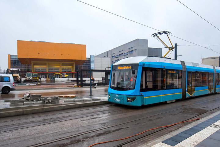 Am Sonntag geht die neue Trasse in der Reichenhainer Straße zur Uni ans Netz. Daher fährt die CVAG derzeit im Probebetrieb.