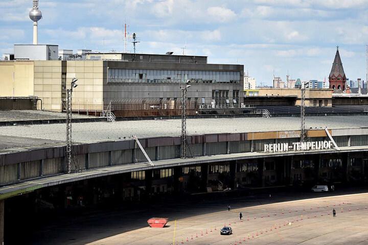 In dem ehemaligen Flughafen findet am Samstag ein Tag der offenen Tür statt.