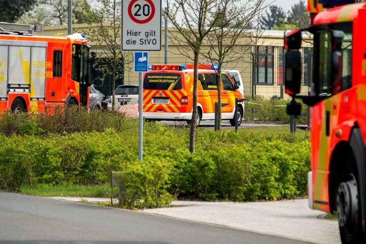 Mehrere Feuerwehrfahrzeuge waren im Einsatz. (Symbolbild)