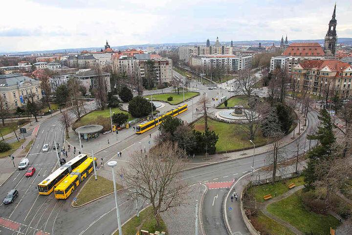 """Der Albertplatz mit seiner denkmalgeschützten """"Kreisstruktur"""": Baustart für den wichtigen Radweg entlang der nördlich abgehenden Albertstraße bis zur Carolabrücke ist am 3. September."""