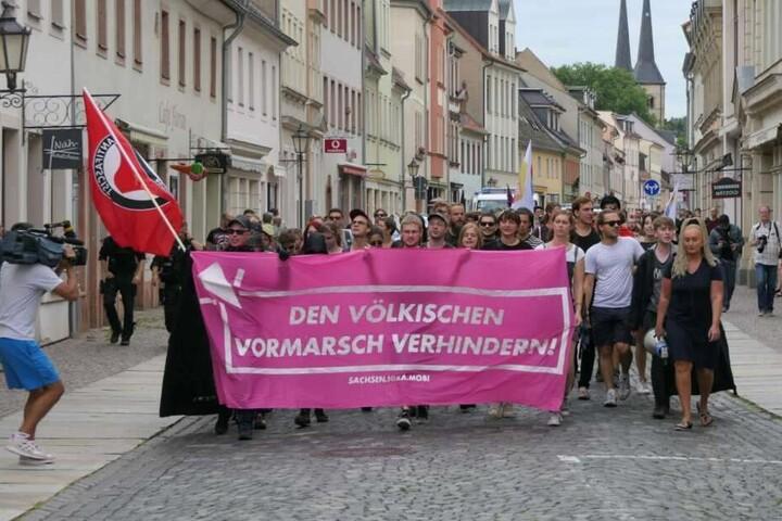 Hunderte hatten in Grimma gegen die Veranstaltung demonstriert.