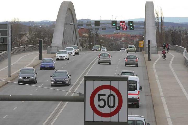 Auf der Waldschlößchenbrücke in Richtung Altstadt blitze es 17.457 mal. Die ertappten Autofahrer zahlten 516.480 Euro Strafe.