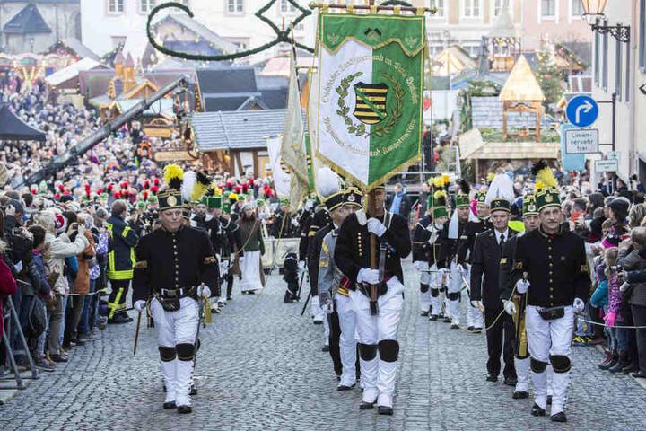 Höhepunkt des Annaberger Weihnachtsmarktes ist die große Bergparade am 4. Advent.