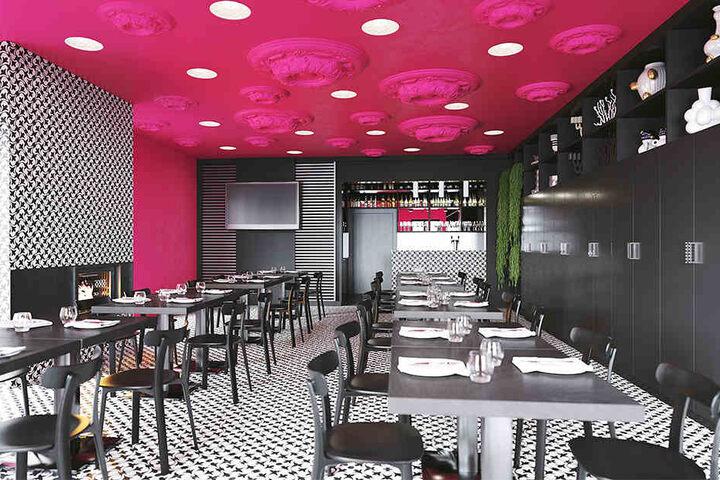 Schwarz-Weiß-Rot - klare Kontraste bestimmen den modernen Gastrobereich.
