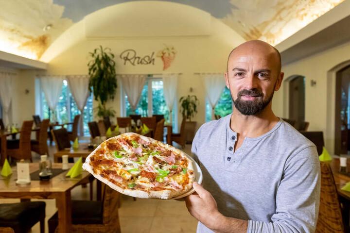 """Aue-Legende Skerdilaid Curri (44) eröffnete vor sieben Jahren die Pizzeria """"Rrush"""" in Schwarzenberg."""