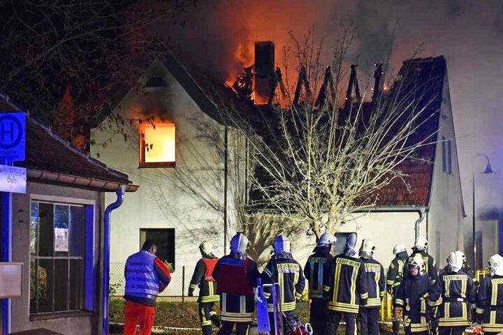 71 Kameraden der Feuerwehr kämpften gegen die Flammen an.