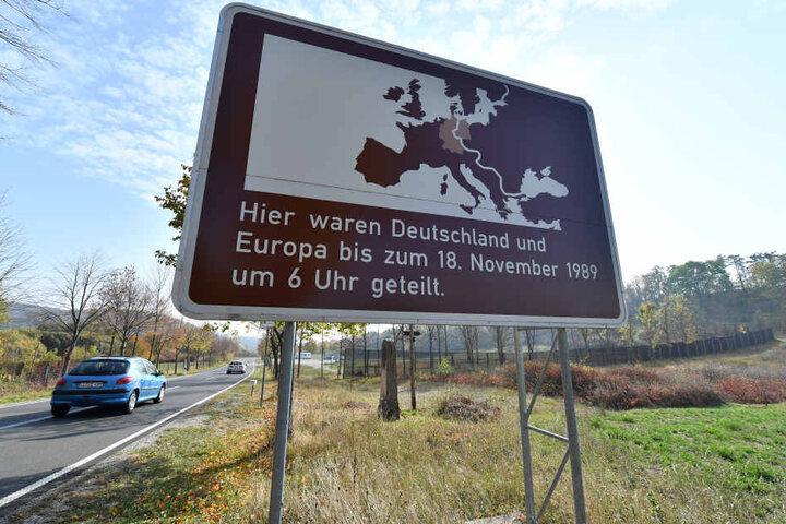 An vielen Orten in Thüringen findet man solche Gedenkschilder.