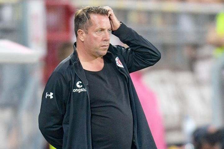 Ratlos in der ersten Halbzeit: Pauli Trainer Markus Kauczinski.