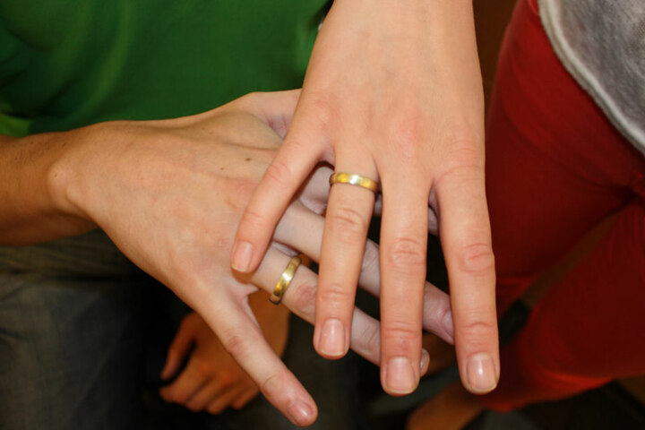 Zwischen 40 und 50 Paare schmieden sich jährlich ihre eigenen Trauringe bei Klaus Rünger.