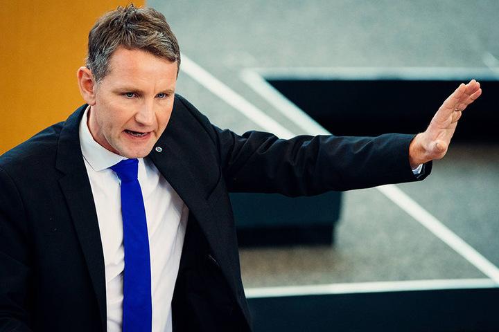 Mit seinen Aussagen hat der thüringische AfD-Chef Björn Höcke (44) für Unruhe gesorgt.