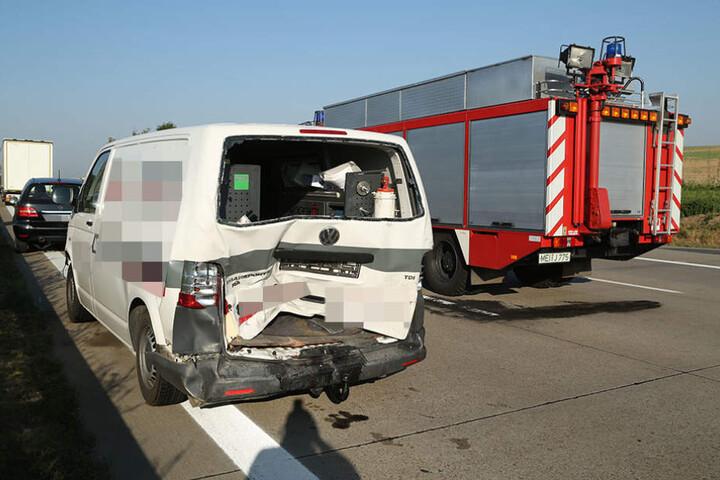 Auch dieser VW-Transporter und ein Mercedes A-Klasse waren in den Crash verwickelt.