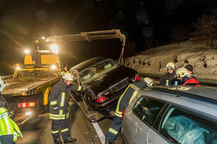 Der Passat-Fahrer kam mit dem Schrecken davon, der Jaguar wurde abgeschleppt.
