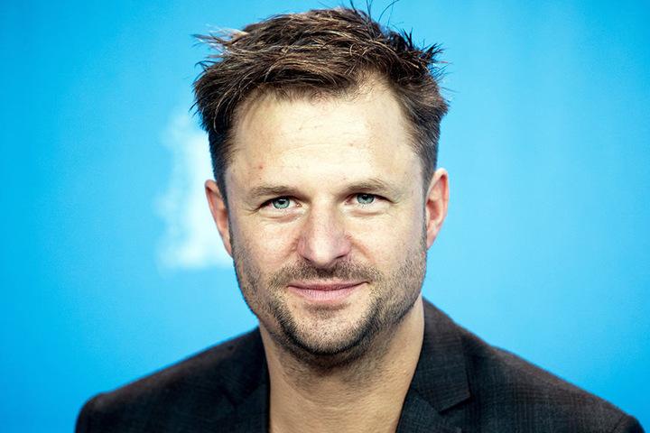 """Ersatz-Mann ist Philipp Hochmair (44), der u. a. aus """"Tatort""""-Folgen oder Serien im ZDF bekannt ist."""