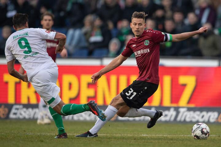 Wechselt Hannovers Waldemar Anton (22, r) zum 1. FC Köln?