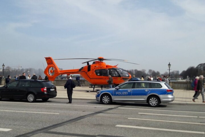 Auch der Rettungshubschrauber musste landen.
