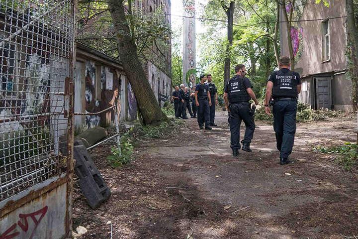 Im Vorfeld der Räumung musste die Polizei zur Teppichfabrik anrücken.