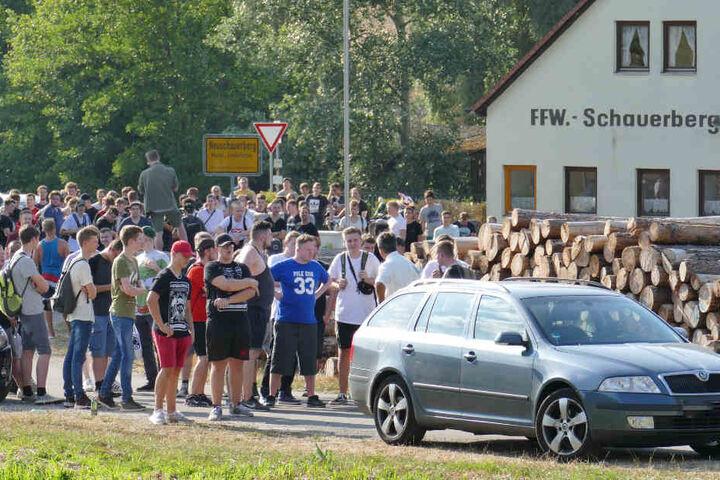 Trotz des Versammlungsverbotes kamen viele nach Altschauerberg.