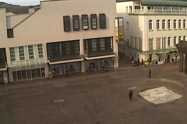 Der Rathausvorplatz in Gaggenau, wo die Polizei den Bereich um das Rathaus absperrte.