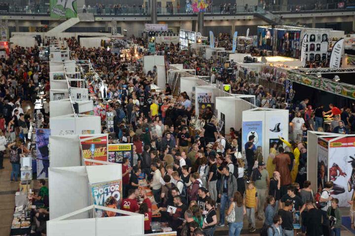 Händler, Händler, Händler: Die Abertausenden Besucher haben genug Möglichkeiten, ihr Geld auszugeben.