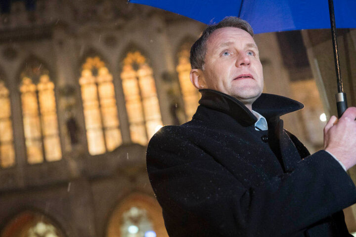"""Björn Höcke trat als Hauptredner bei der Kundgebung unter dem Motto """"Baugenehmigung - Nein Danke! Keine Moschee in Erfurt"""" auf."""