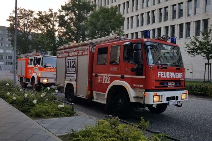 Feuerwehrautos im Sperrgebiet im Frankfurter Westend.
