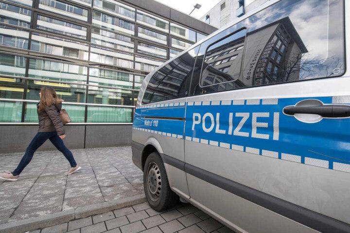 """Die Beamten der Sondereinheit """"Autoposer, Raser und Tuner"""" stoppten die beiden Raser schließlich in der Frankfurter Innenstadt. (Symbolbild)"""