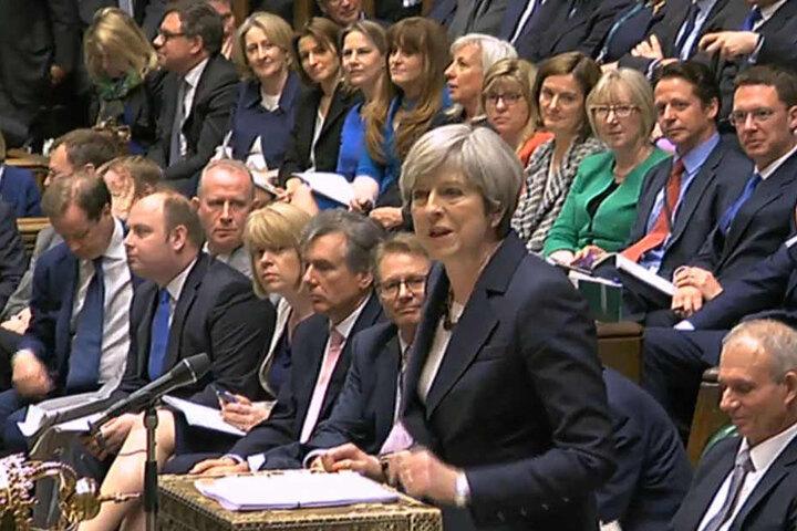 Hat es nicht leicht im Parlament: Theresa May.